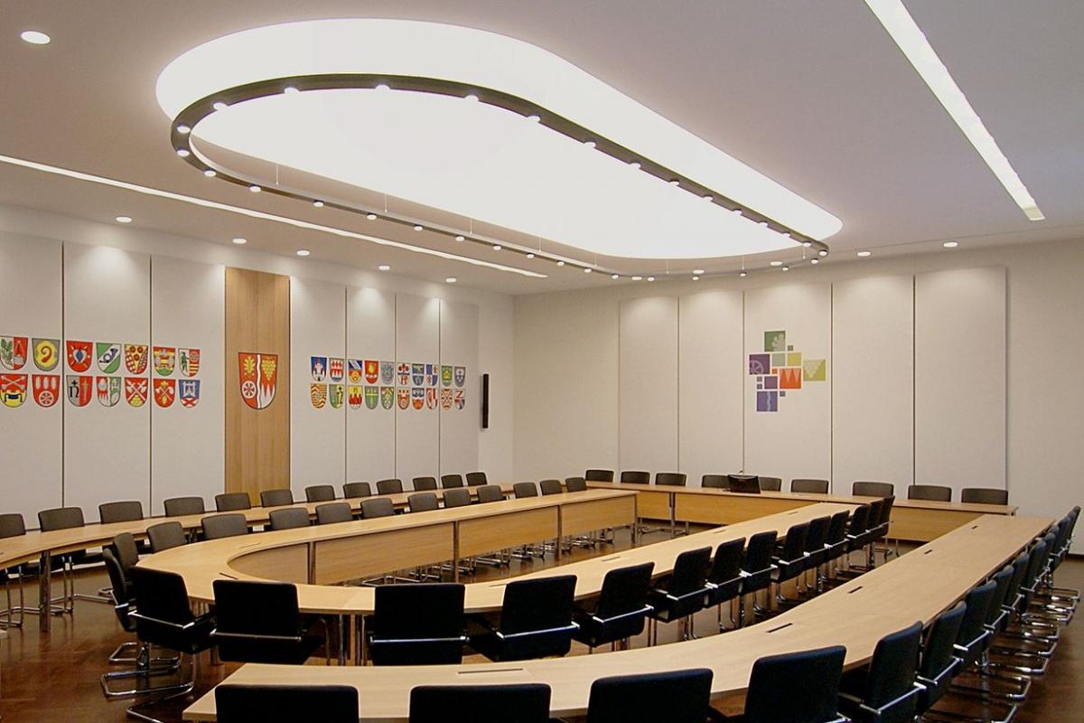 SCHIENBEIN + PIER Landratsamt Karlstadt Sitzungssaal